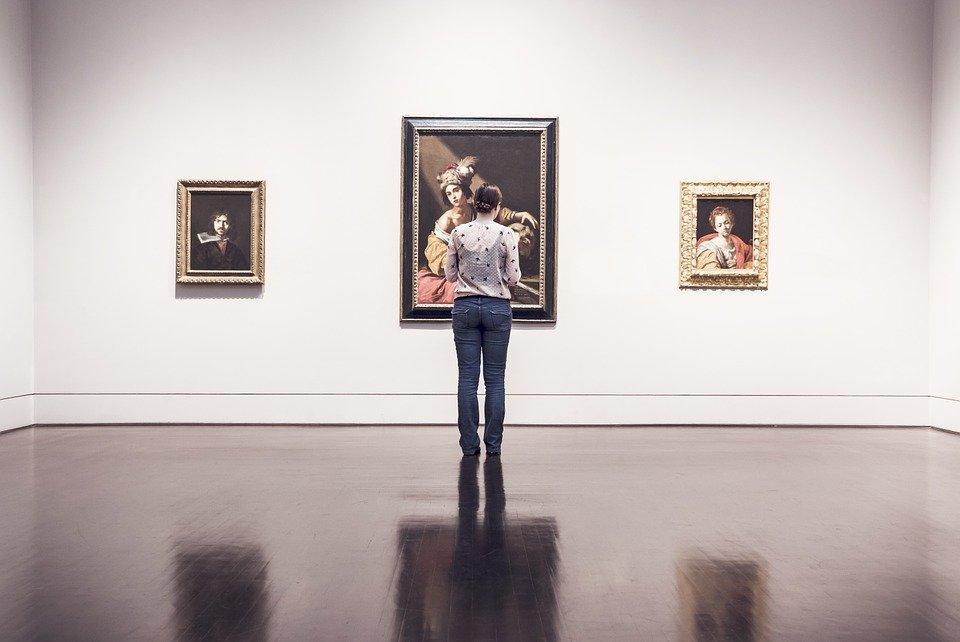 Les 7 questions à poser à un galeriste avant d'acheter de l'art